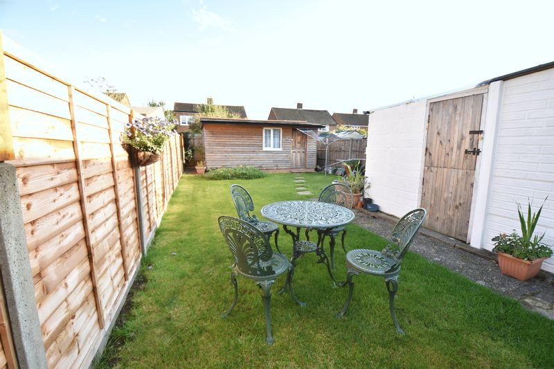 2 bedroom Semi-Detached  to buy in Holtsmere Close, Luton - Photo 6
