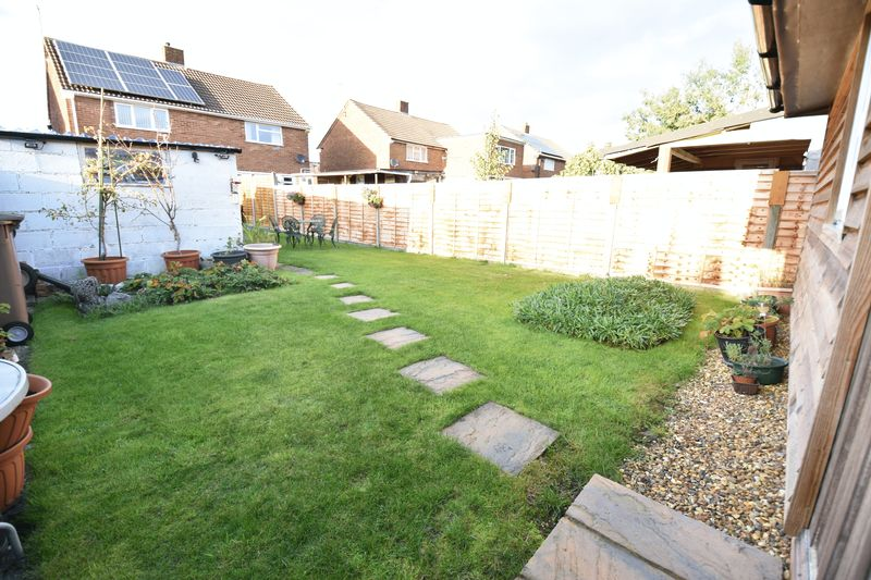 2 bedroom Semi-Detached  to buy in Holtsmere Close, Luton - Photo 7