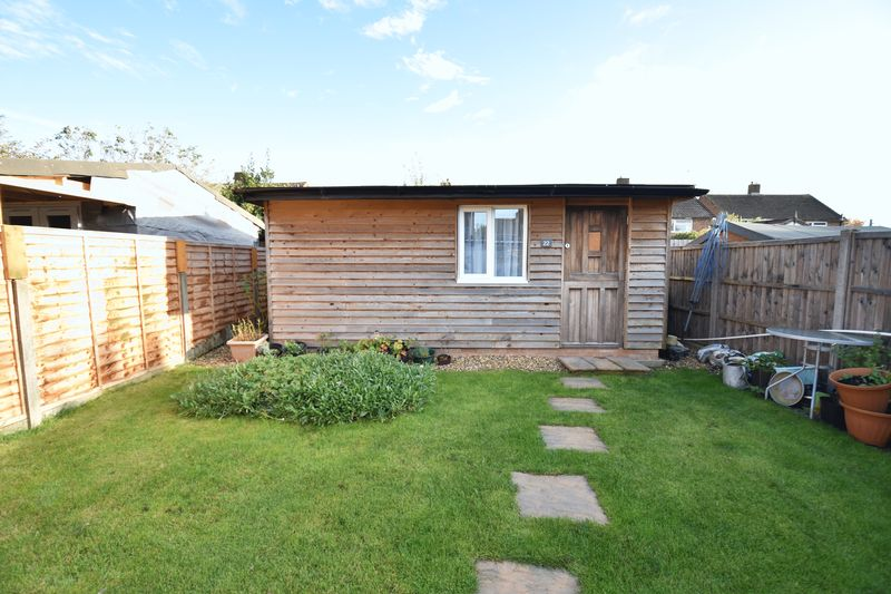2 bedroom Semi-Detached  to buy in Holtsmere Close, Luton - Photo 8