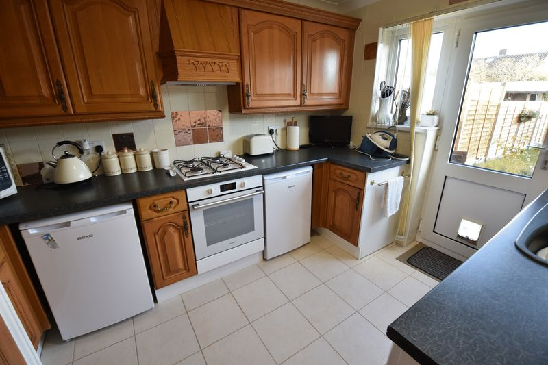 2 bedroom Semi-Detached  to buy in Holtsmere Close, Luton - Photo 12