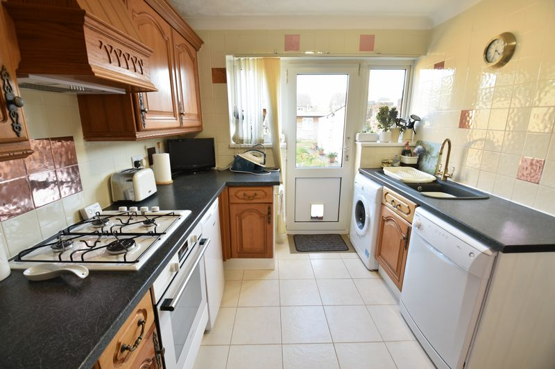 2 bedroom Semi-Detached  to buy in Holtsmere Close, Luton - Photo 13