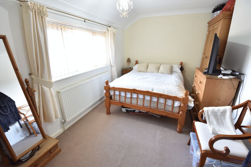 2 bedroom Semi-Detached  to buy in Holtsmere Close, Luton - Photo 15
