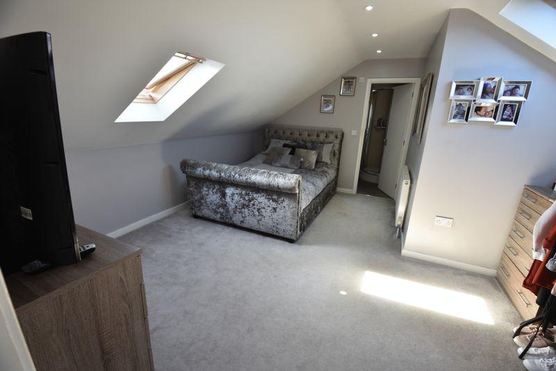 2 bedroom Flat to buy in Victoria Street, Dunstable - Photo 5