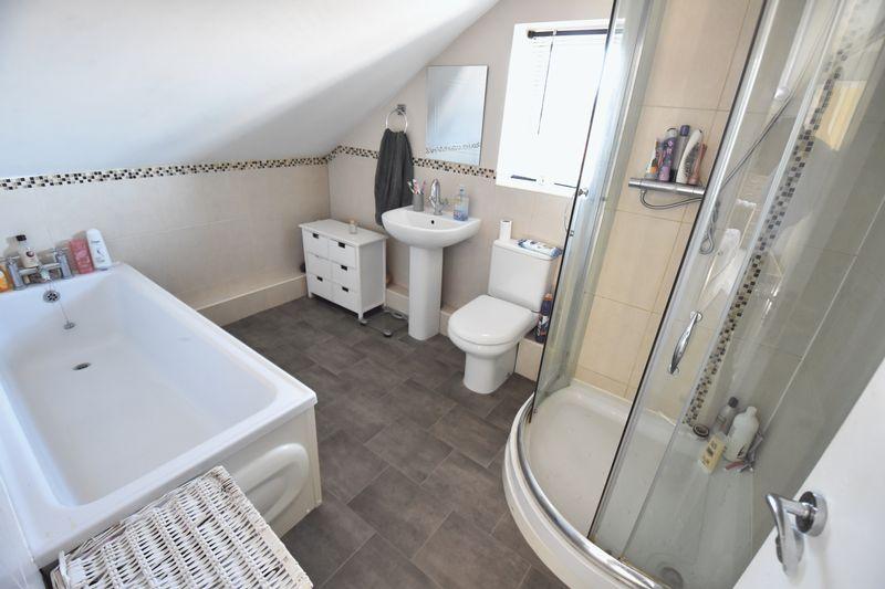 2 bedroom Flat to buy in Victoria Street, Dunstable - Photo 7