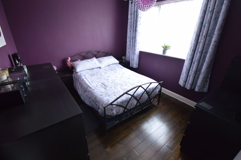 3 bedroom Mid Terrace to buy in Peregrine Road, Luton - Photo 8