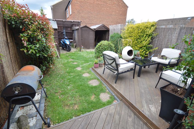 3 bedroom Mid Terrace to buy in Peregrine Road, Luton - Photo 14