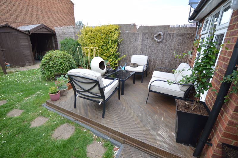 3 bedroom Mid Terrace to buy in Peregrine Road, Luton - Photo 15