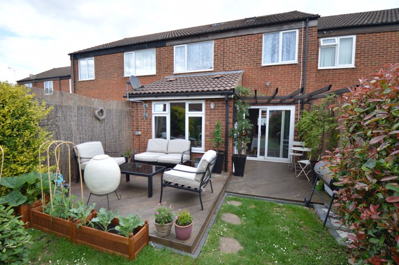 3 bedroom Mid Terrace to buy in Peregrine Road, Luton - Photo 17