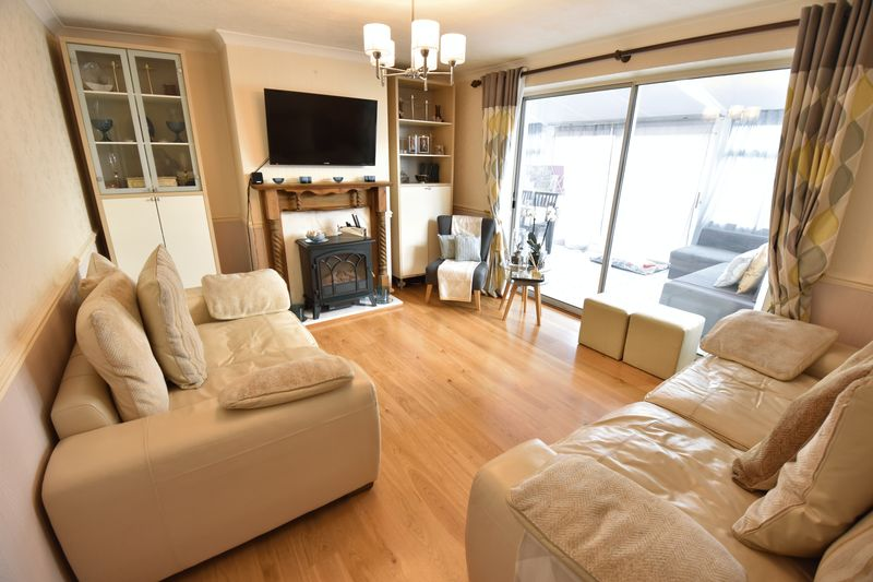 3 bedroom End Terrace to buy in Luton Road, Caddington - Photo 8