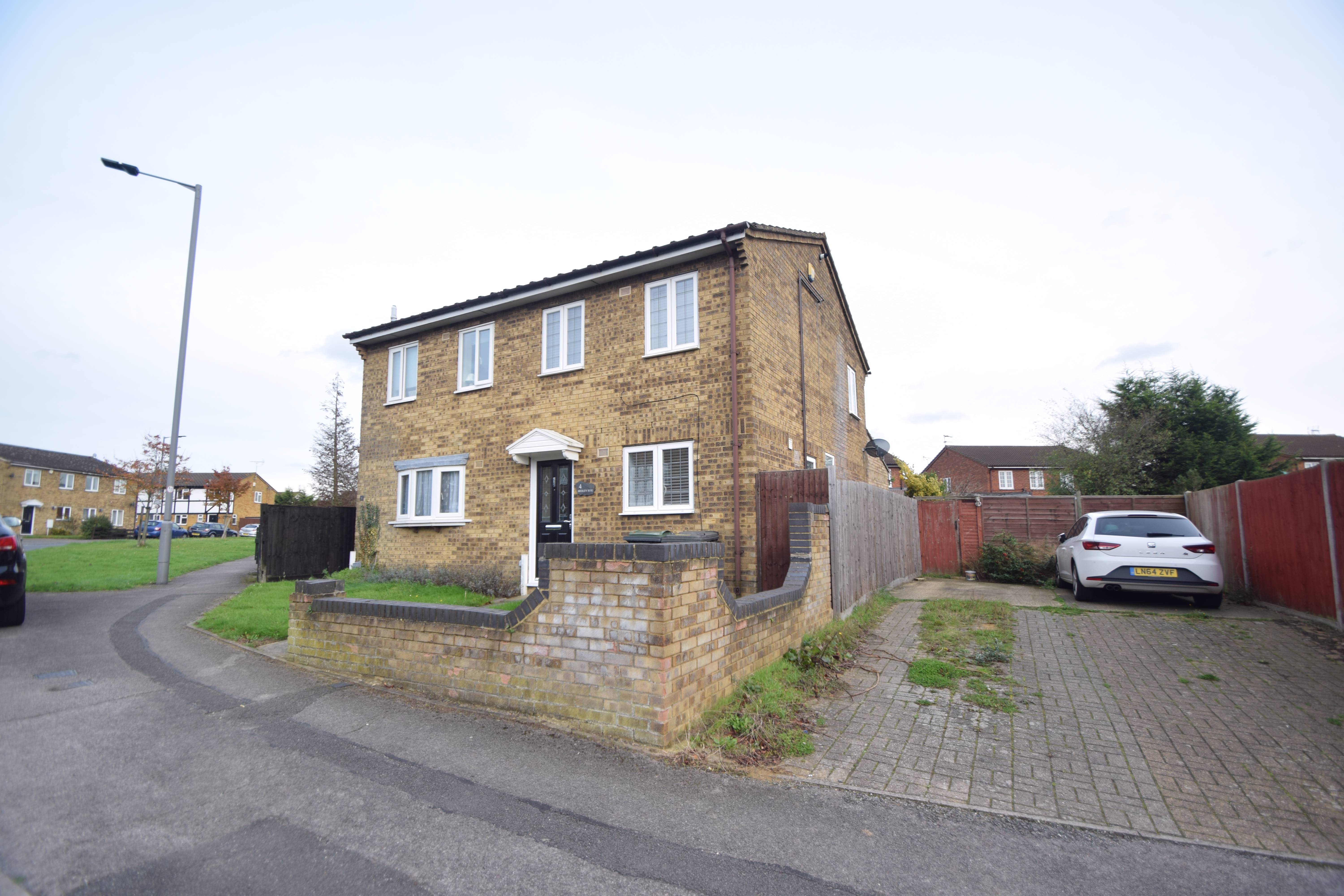 2 bedroom Semi-Detached  to buy in Hedley Rise, Luton