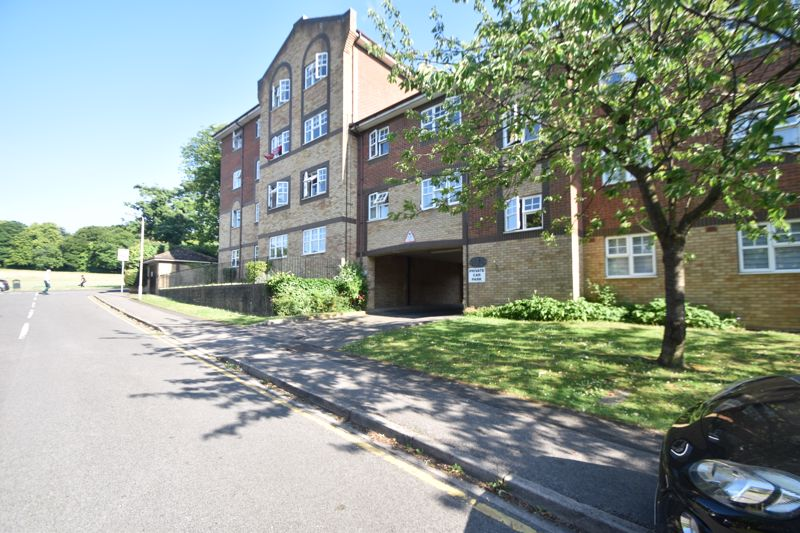 2 bedroom  to rent in Knights Field, Luton - Photo 27