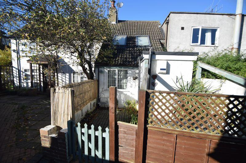 1 bedroom Mid Terrace to buy in Bedford Road, Dunstable