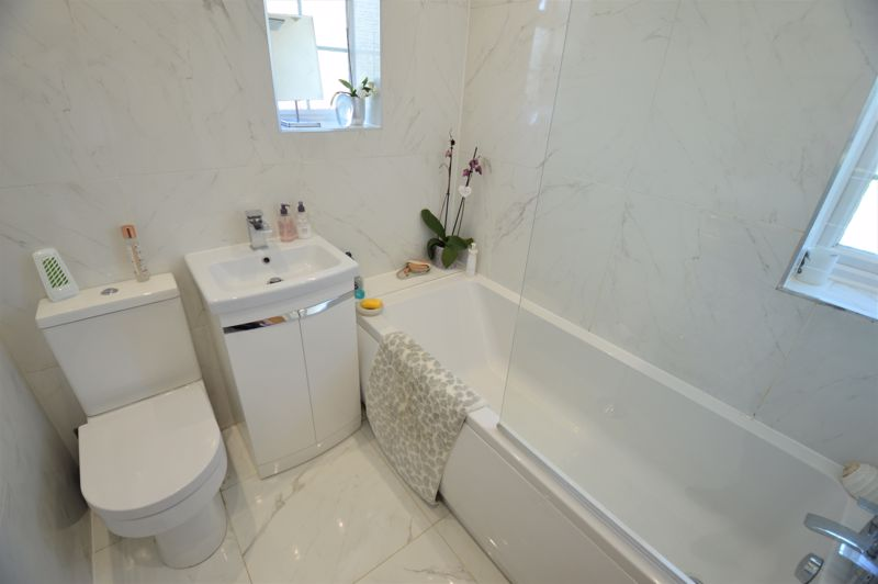 3 bedroom Semi-Detached  to buy in High Wood Close, Luton - Photo 13