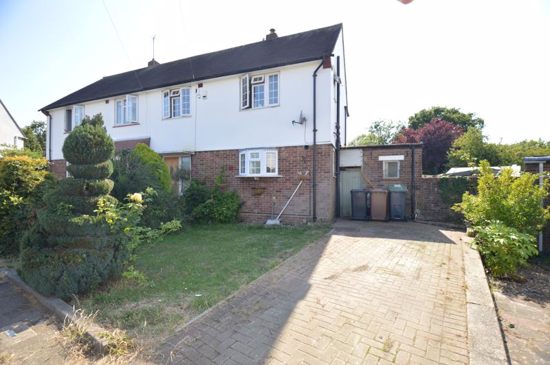 3 bedroom Semi-Detached  to buy in High Wood Close, Luton - Photo 16