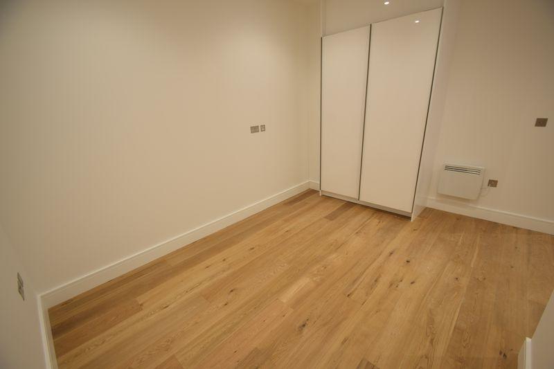 1 bedroom Flat to rent in Park Street West, Luton - Photo 2