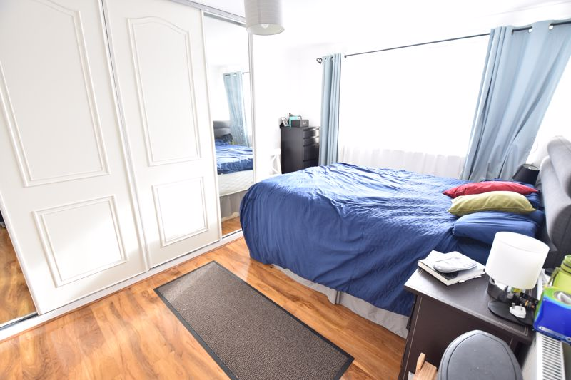 2 bedroom Flat to rent in The Larches, Luton - Photo 3