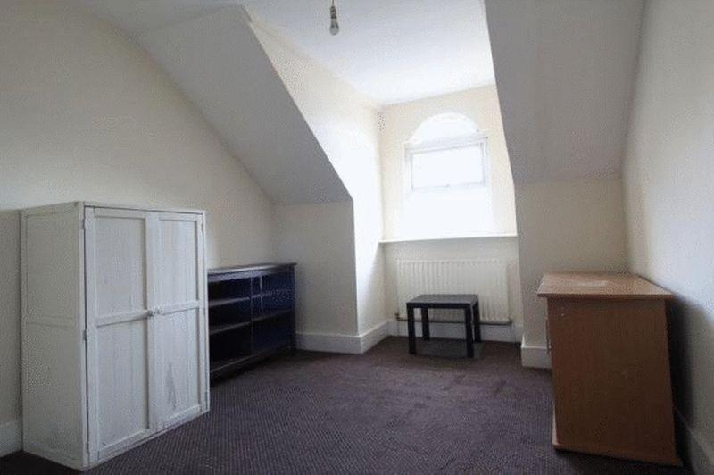 6 bedroom Mid Terrace to buy in Cardigan Street, Luton - Photo 6