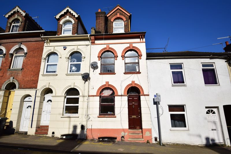 6 bedroom Mid Terrace to buy in Cardigan Street, Luton