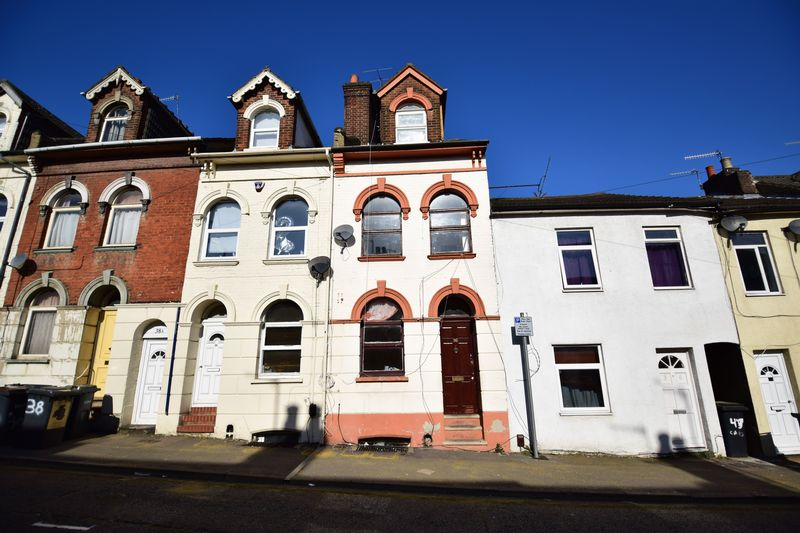 6 bedroom Mid Terrace to buy in Cardigan Street, Luton - Photo 10