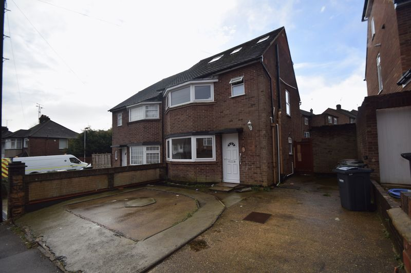 6 bedroom Semi-Detached  to rent in Meyrick Avenue, Luton