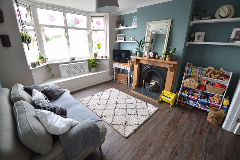 3 bedroom Mid Terrace to buy in Cowper Street, Luton - Photo 3