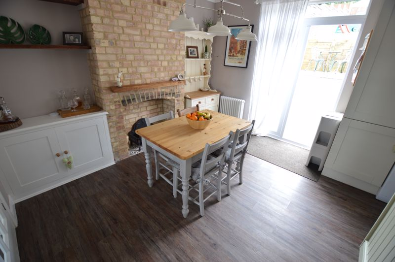 3 bedroom Mid Terrace to buy in Cowper Street, Luton - Photo 5