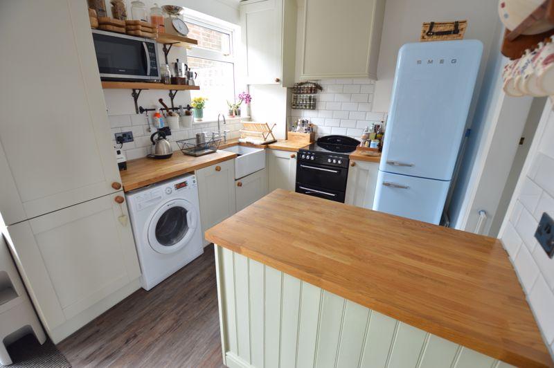 3 bedroom Mid Terrace to buy in Cowper Street, Luton - Photo 6