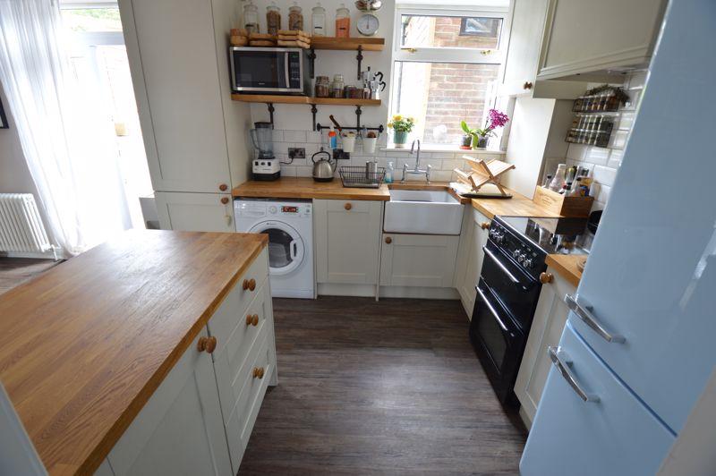 3 bedroom Mid Terrace to buy in Cowper Street, Luton - Photo 7