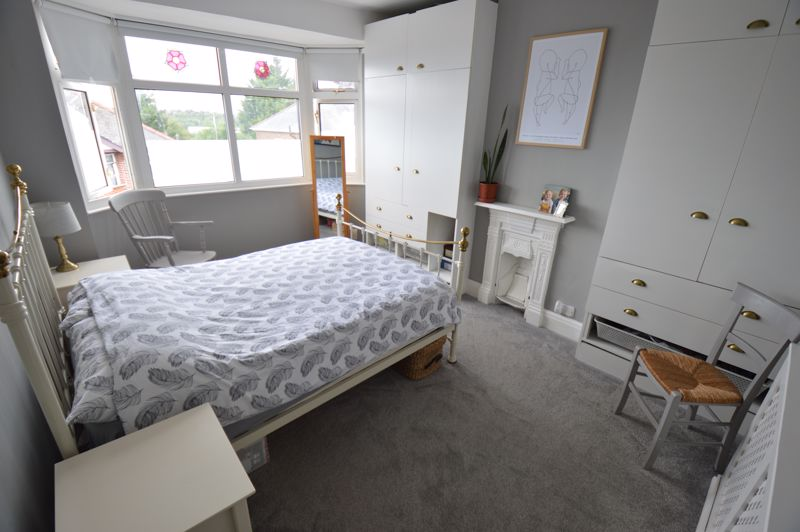 3 bedroom Mid Terrace to buy in Cowper Street, Luton - Photo 8