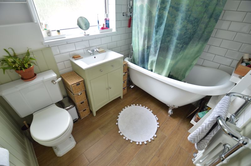 3 bedroom Mid Terrace to buy in Cowper Street, Luton - Photo 11