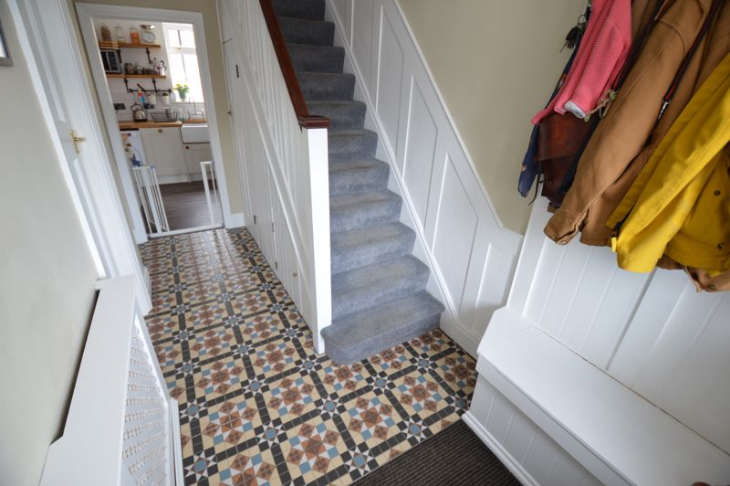 3 bedroom Mid Terrace to buy in Cowper Street, Luton - Photo 13
