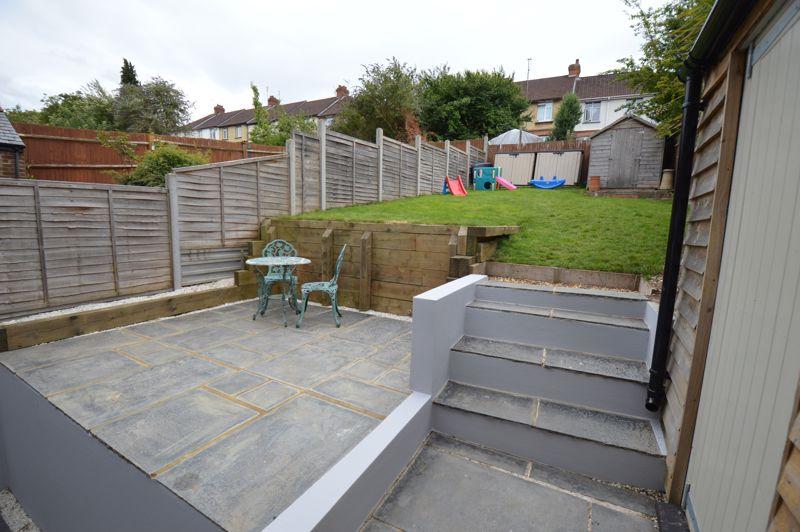 3 bedroom Mid Terrace to buy in Cowper Street, Luton - Photo 16