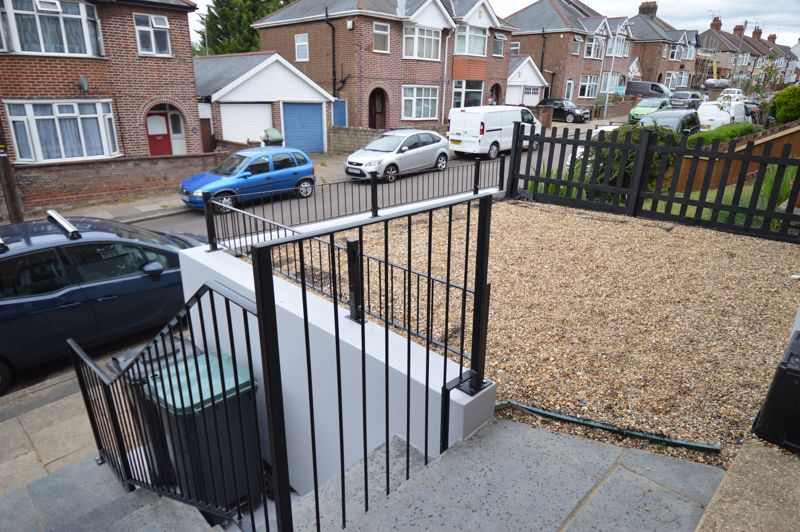 3 bedroom Mid Terrace to buy in Cowper Street, Luton - Photo 20