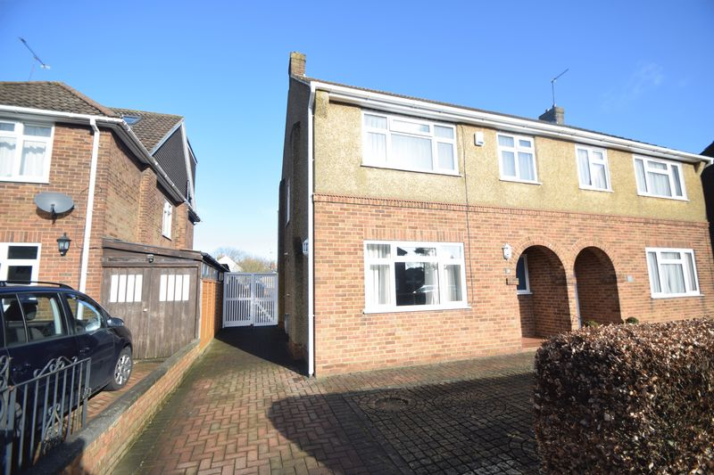 3 bedroom Semi-Detached  to buy in St Thomas's Road, Luton
