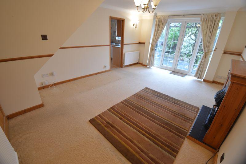 3 bedroom Detached  to buy in Hazelwood Close, Luton - Photo 1