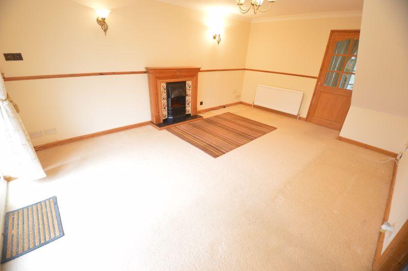 3 bedroom Detached  to buy in Hazelwood Close, Luton - Photo 2