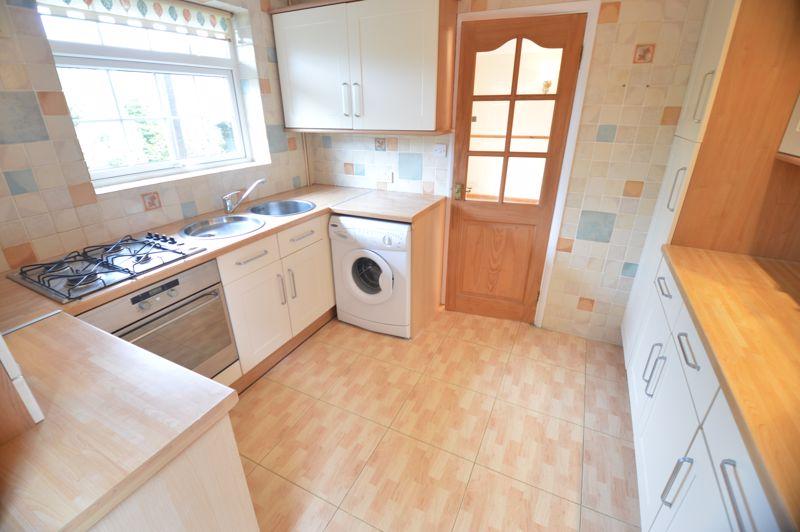 3 bedroom Detached  to buy in Hazelwood Close, Luton - Photo 4