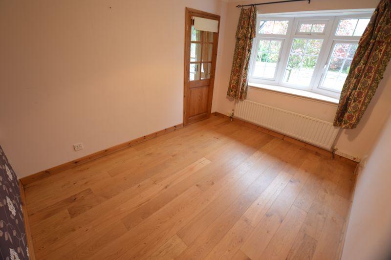 3 bedroom Detached  to buy in Hazelwood Close, Luton - Photo 5