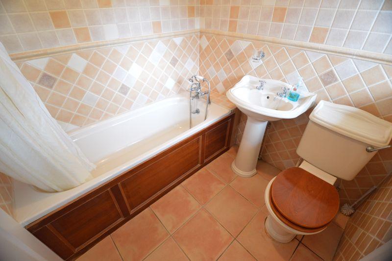 3 bedroom Detached  to buy in Hazelwood Close, Luton - Photo 6