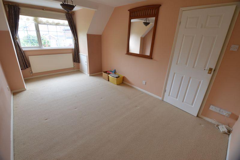 3 bedroom Detached  to buy in Hazelwood Close, Luton - Photo 7