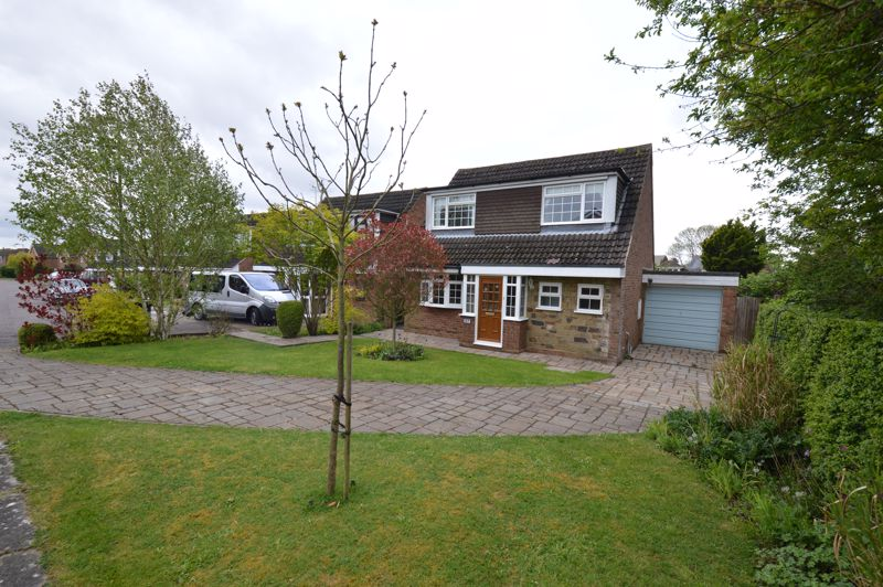 3 bedroom Detached  to buy in Hazelwood Close, Luton