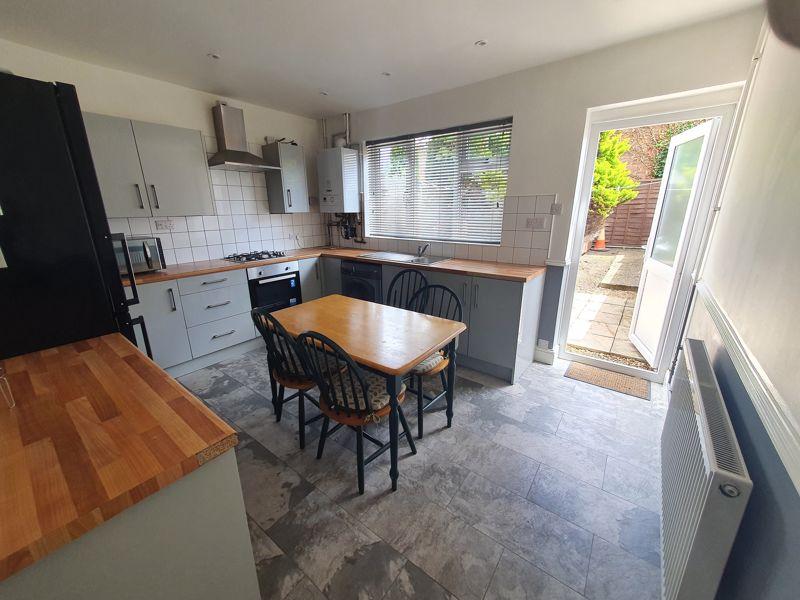 4 bedroom Mid Terrace to rent in Liverpool Road, Luton