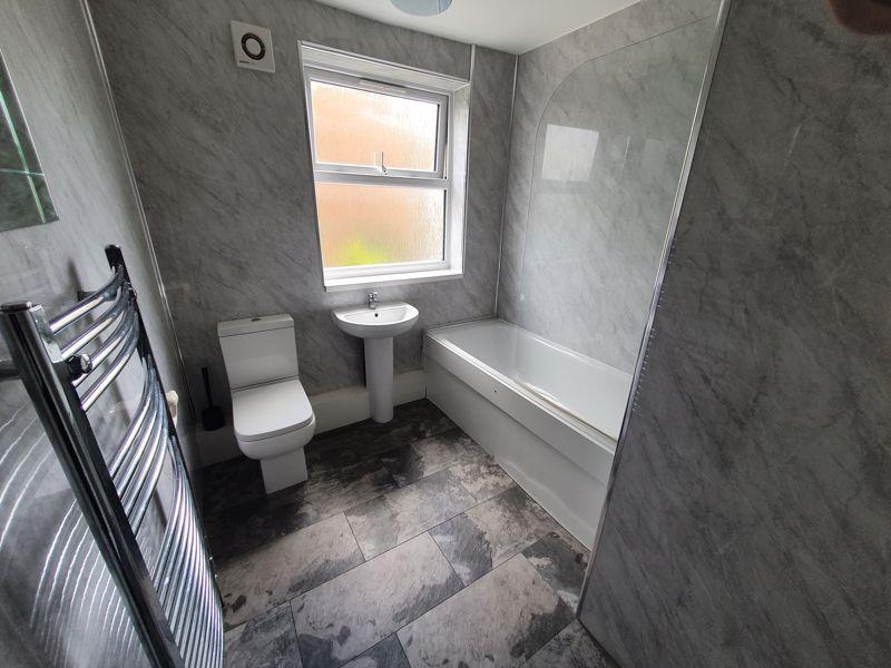 3 bedroom Mid Terrace to rent in Liverpool Road, Luton - Photo 2