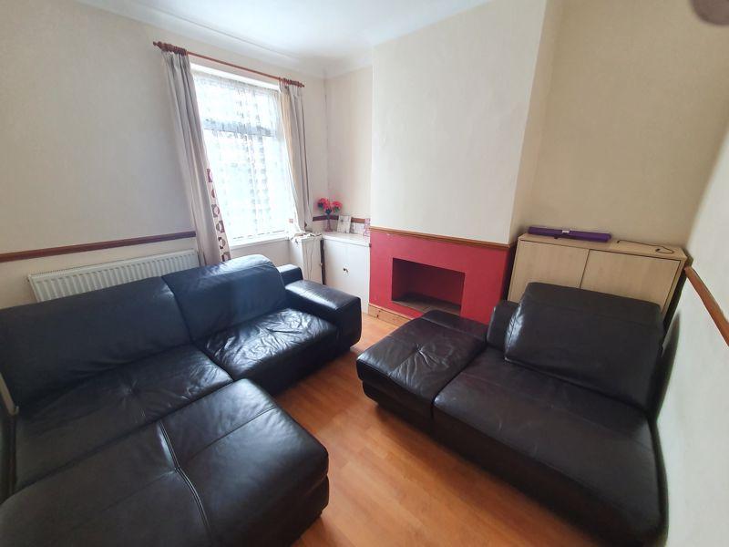 3 bedroom Mid Terrace to rent in Liverpool Road, Luton - Photo 12