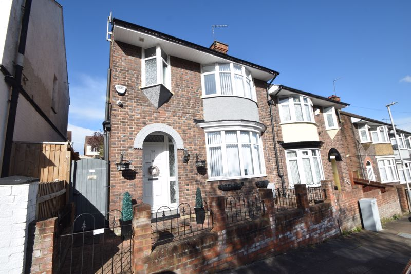 4 bedroom Semi-Detached  to buy in Colin Road, Luton