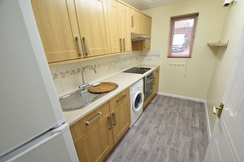 1 bedroom Flat to rent in Simpson Close, Luton - Photo 6
