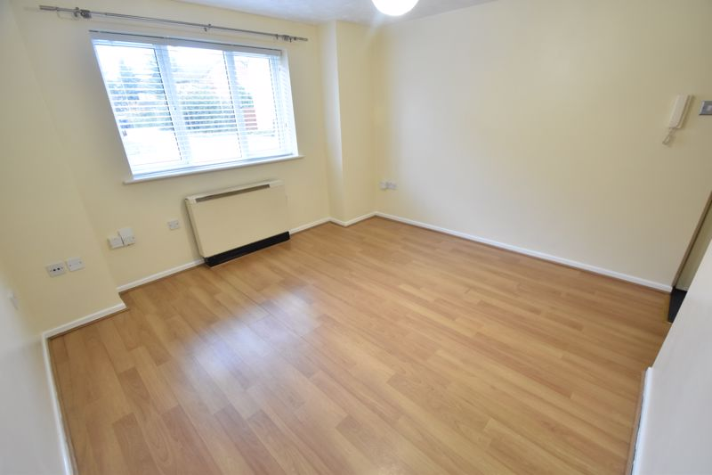 1 bedroom Flat to rent in Simpson Close, Luton - Photo 10