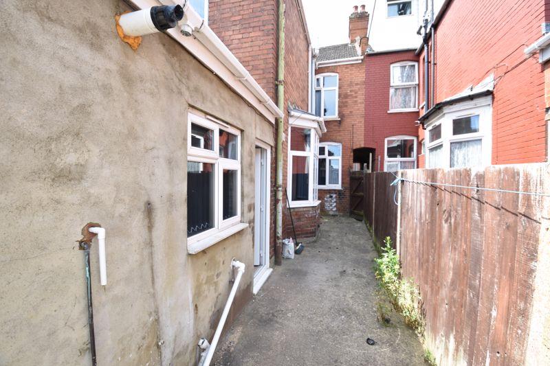 3 bedroom  to buy in Avondale Road, Luton - Photo 2