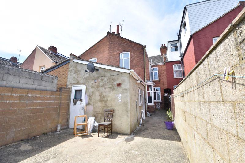 3 bedroom  to buy in Avondale Road, Luton - Photo 3