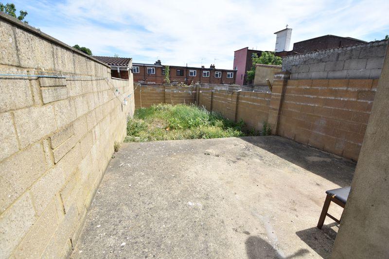 3 bedroom  to buy in Avondale Road, Luton - Photo 4